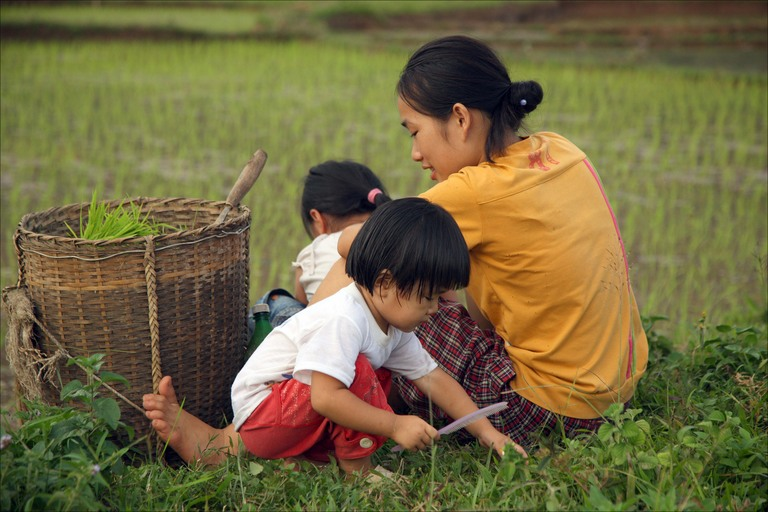 vietnamese-mother-and-children